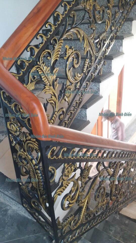 Cầu thang nhôm đúc BS-004 mẫu hoa hồng