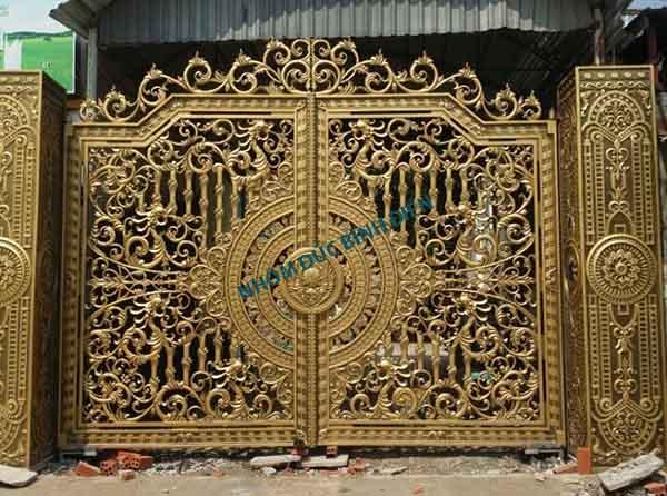 Mẫu cổng nhôm đúc chín rồng