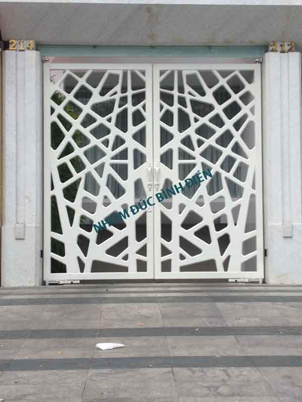 Cổng nhôm đúc màu trắng hiện đại BG-026