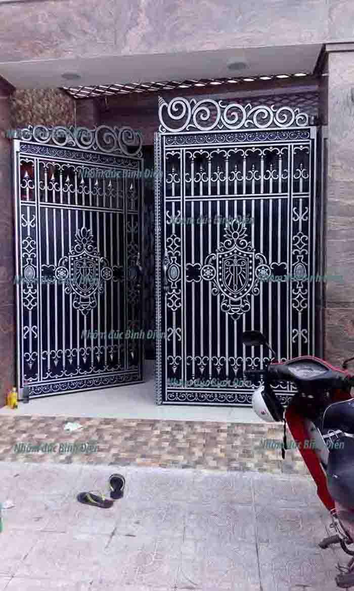 cổng nhôm đúc Tân Phú
